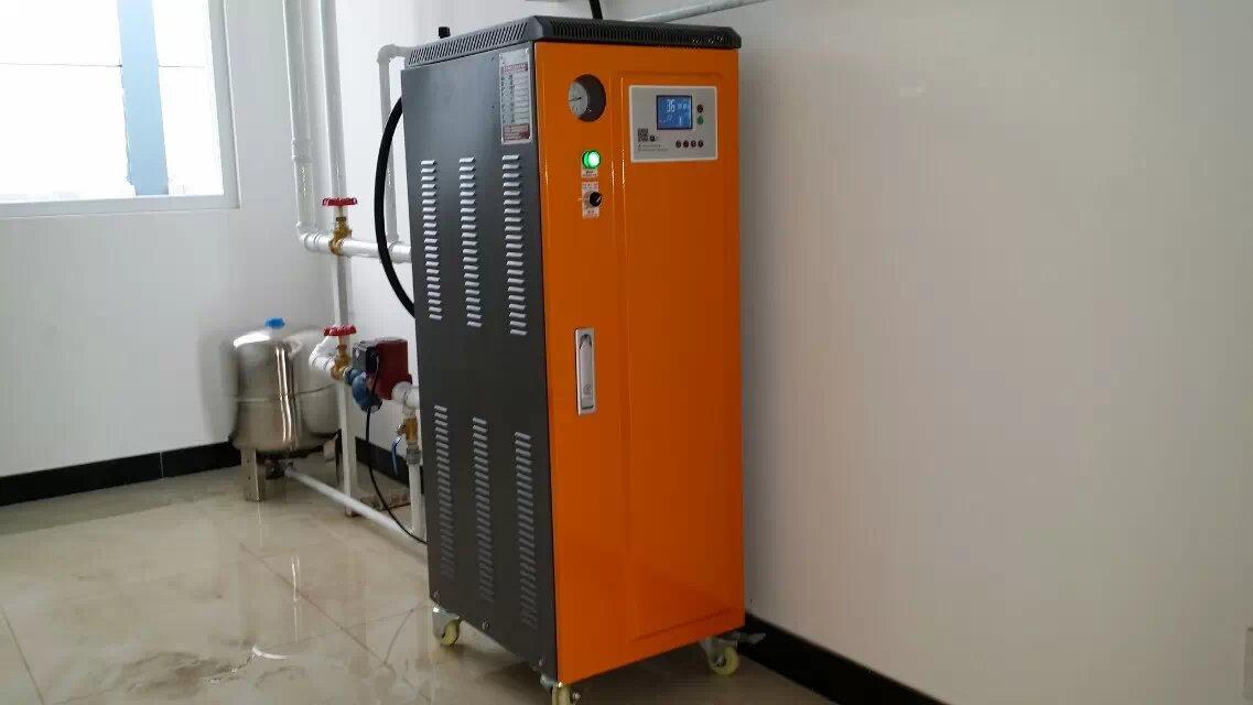 电热管与炉体与法兰连接,利于更换、维修和保养。 4、加热管均采用中国核动力研究院的产品,加热管的质量有了可靠的保证!本型号锅炉共有1组加热管,电加热管分2段控制,每个开关均分手动加热、停止加热、自动加热三挡。2段功率分别为15KW/15KW,用户可根据用水量大小来自由选择电加热功率数,以达到更节能、更便利的目的。 5、一步到位的电控系统 锅炉操作系统为全自动控制,所以的控制部分均集中在一块电脑控制板上,操作时只需将水、电接好,按下启动键,锅炉便自动进入全自动运行状态,安全更省心。 6、多重连锁安全保护功能