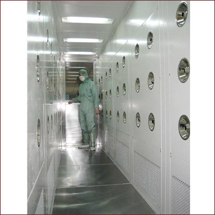 风淋室由箱体,门,高效过滤器,送风机,配电箱,喷嘴等几大部件组成. 2.